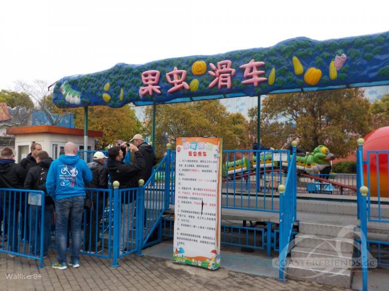 Fruit Worm Coaster im Park Starfish Island Impressionen