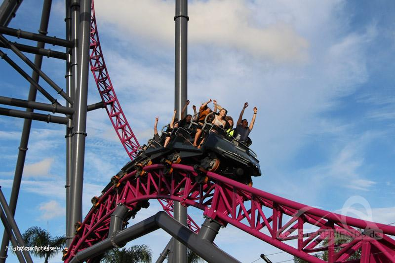 DC Rivals HyperCoaster im Park Warner Bros. Movie World Impressionen