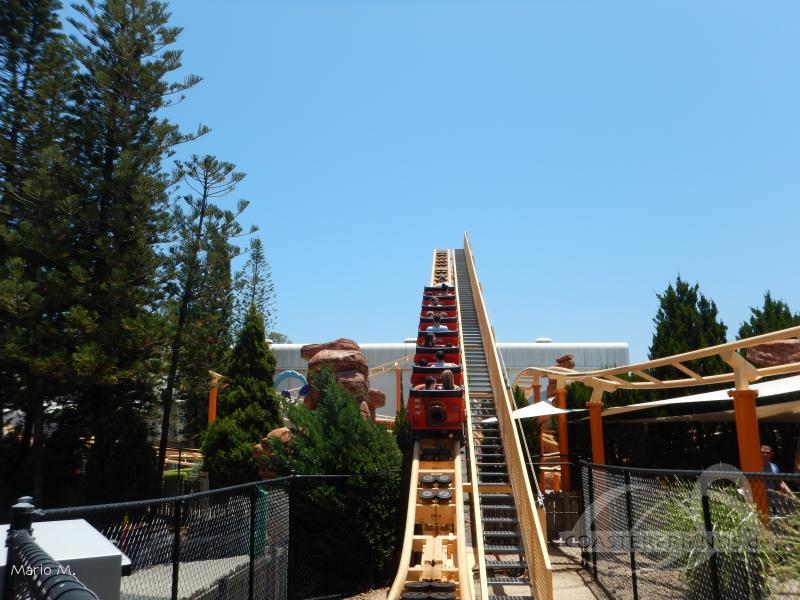 Road Runner Rollercoaster im Park Warner Bros. Movie World Impressionen