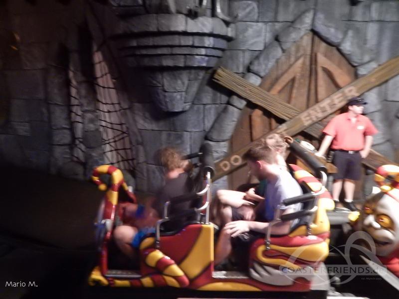Scooby-Doo Spooky Coaster im Park Warner Bros. Movie World Impressionen