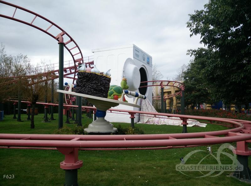 Rollerskater im Park Plopsaland De Panne Impressionen