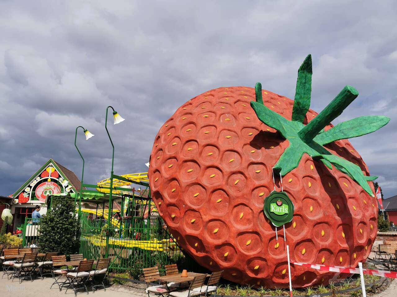 Erdbeer Raupenbahn im Park Karls Erlebnis-Dorf Koserow Impressionen