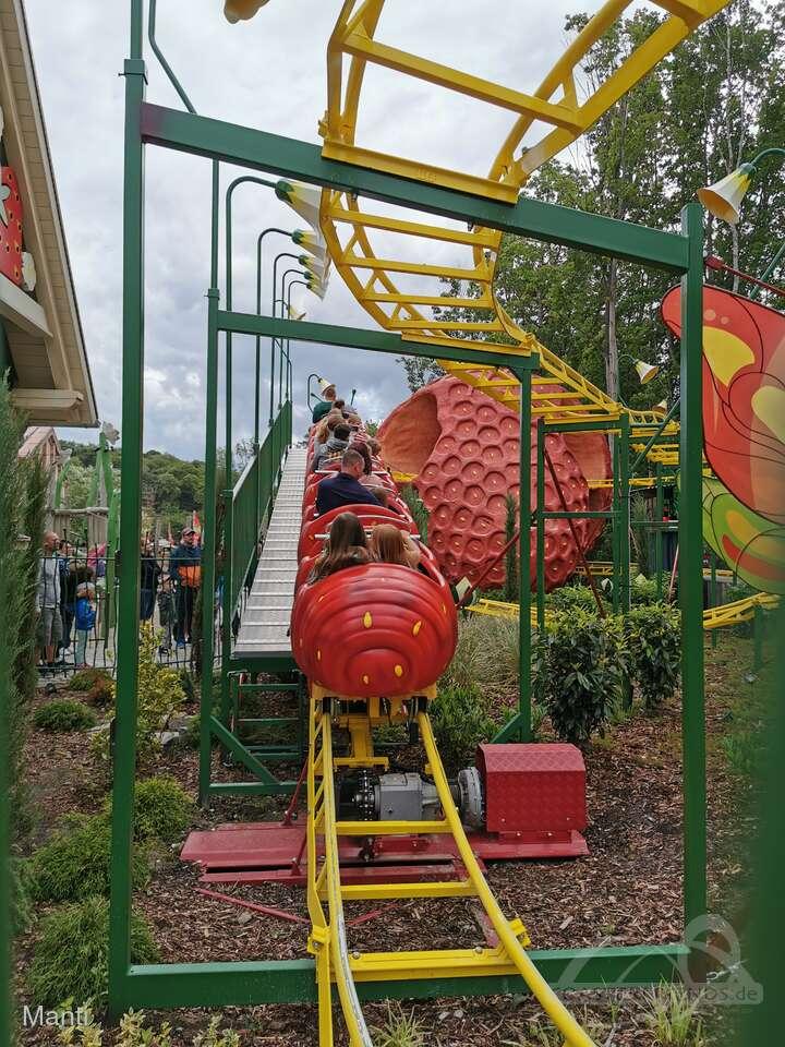 Erdbeer Raupenbahn im Park Karls Erlebnis-Dorf Zirkow Impressionen
