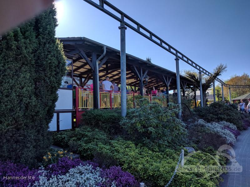 Holzwurmachterbahn im Park Jaderpark Impressionen
