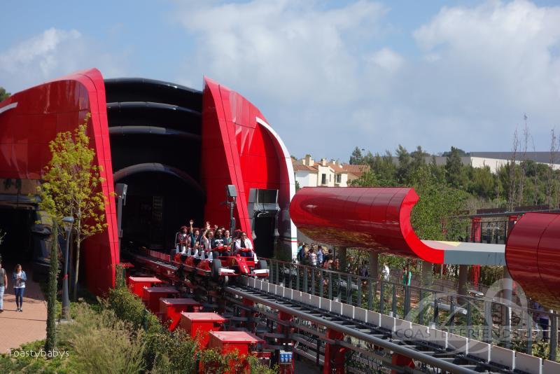 Red Force - Challenge The Wind im Park Ferrari Land Impressionen