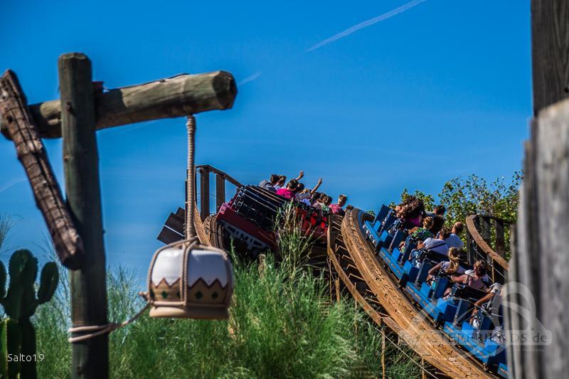 Stampida (Blue) im Park PortAventura Park Impressionen