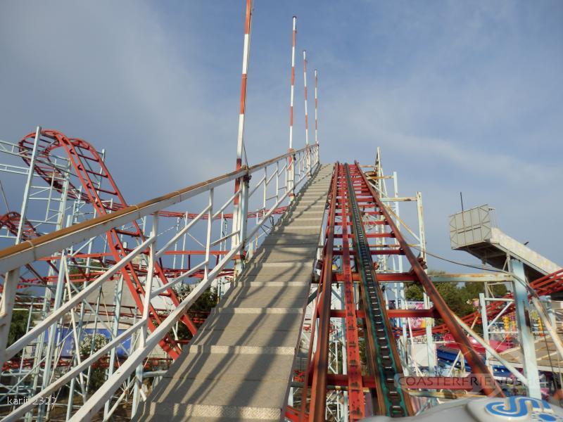 Montagne Russe im Park Fantasiland Impressionen