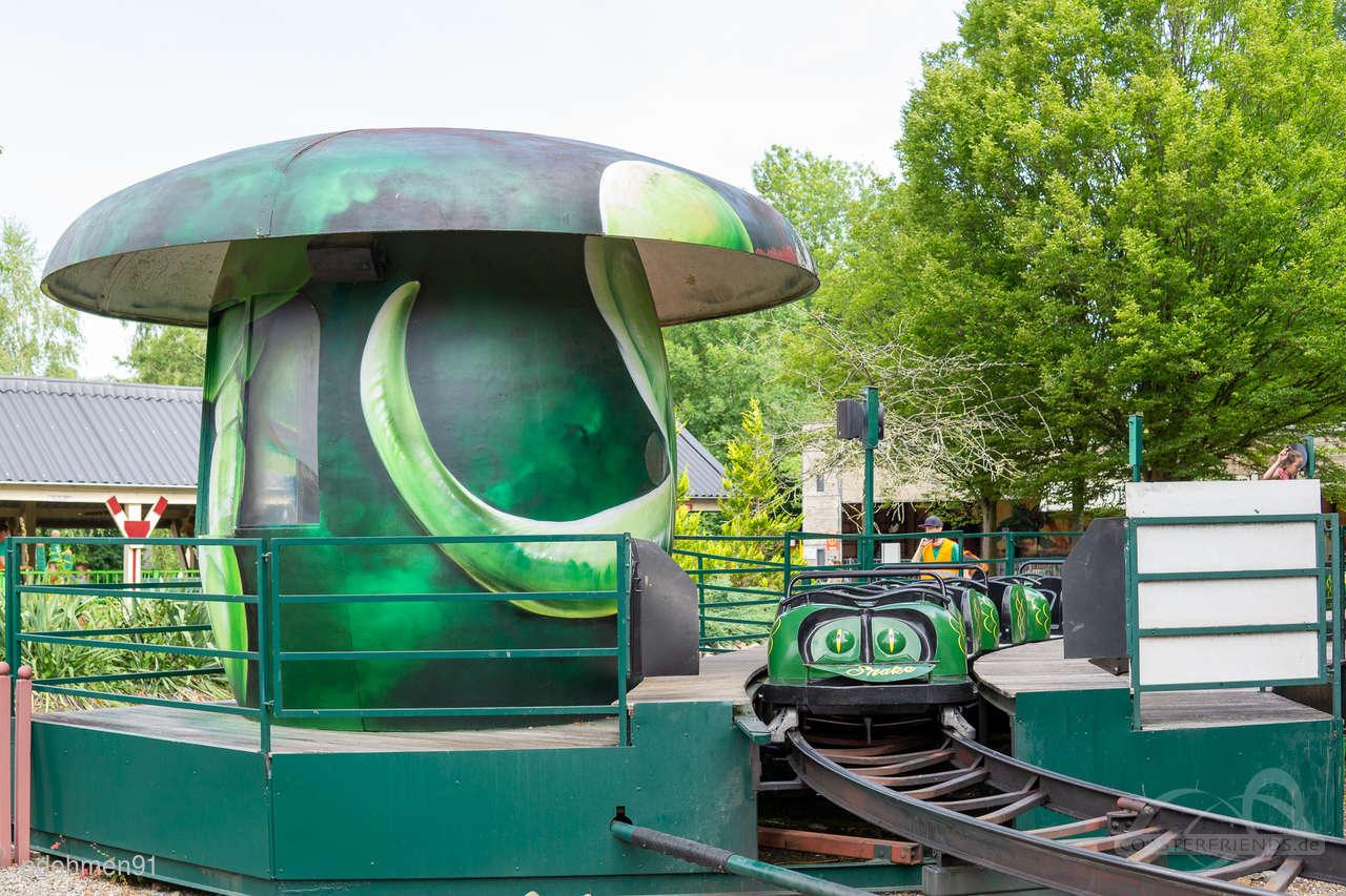 Green Snake (Achtbaan) im Park De Valkenier Impressionen