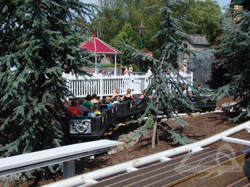 Troublesome Trucks Runaway Coaster im Park Drayton Manor Impressionen