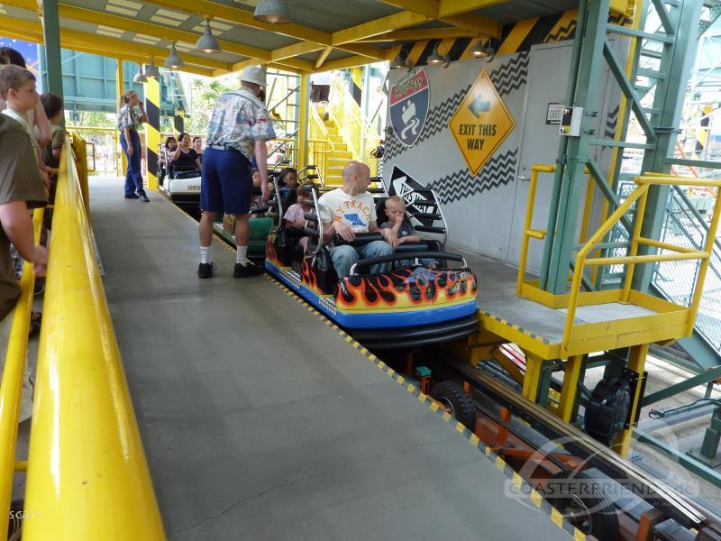 Goofy's Sky School im Park Disney California Adventure Park Impressionen
