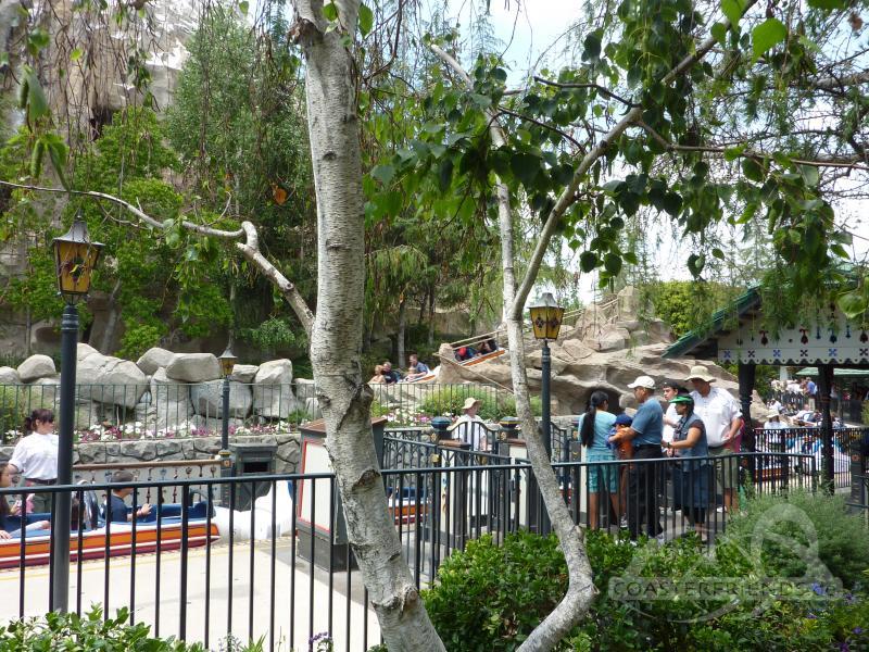 Matterhorn Bobsleds (Left) im Park Disneyland Impressionen