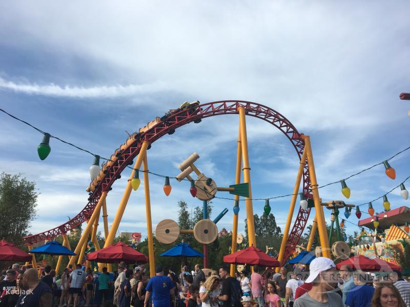 Slinky Dog Dash Coaster im Park Walt Disney World - Disney's Hollywood Studios Impressionen