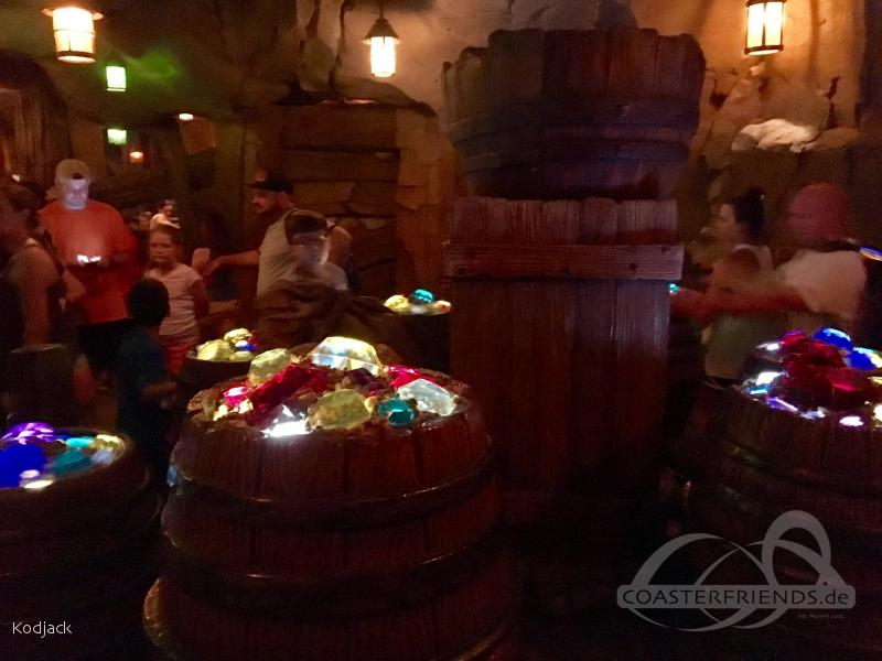 Seven Dwarfs Mine Train im Park Walt Disney World - Magic Kingdom Impressionen