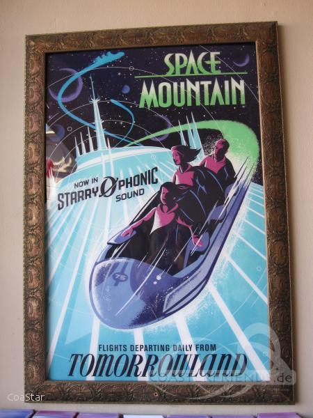 Space Mountain (Right Omega) im Park Walt Disney World - Magic Kingdom Impressionen