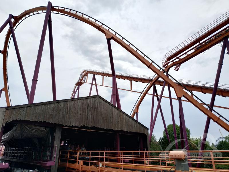 Raging Bull im Park Six Flags Great America Impressionen