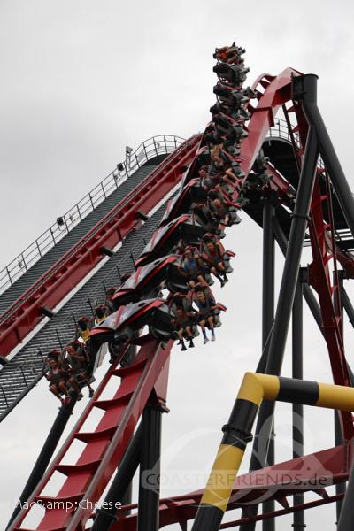 X-Flight im Park Six Flags Great America Impressionen