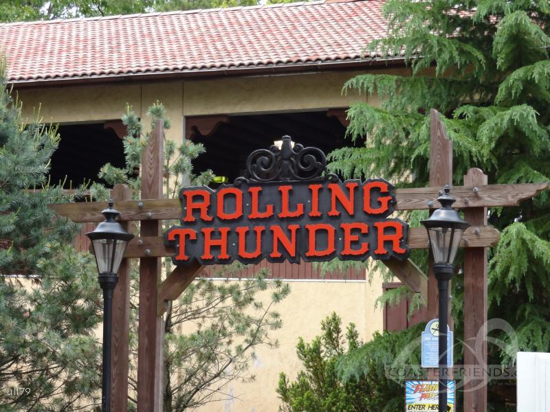 Rolling Thunder (Right) im Park Six Flags Great Adventure Impressionen