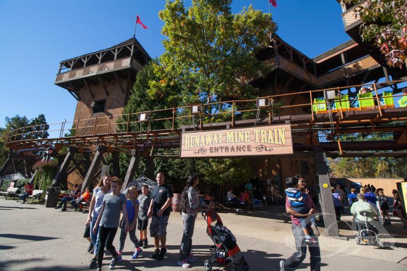 Runaway Mine Train im Park Six Flags Great Adventure Impressionen