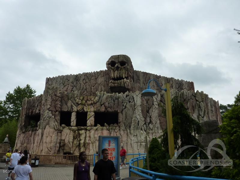 Skull Mountain im Park Six Flags Great Adventure Impressionen