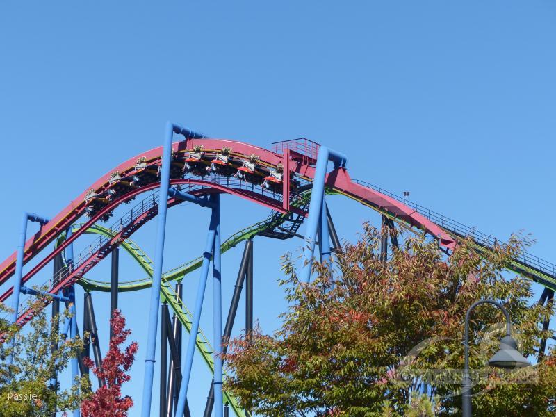 Superman - Ultimate Flight im Park Six Flags Great Adventure Impressionen