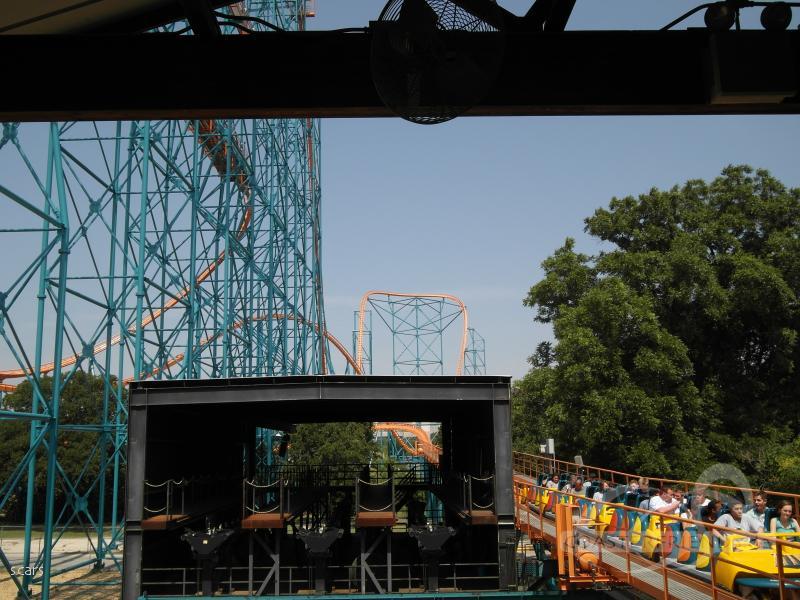 Titan im Park Six Flags Over Texas Impressionen