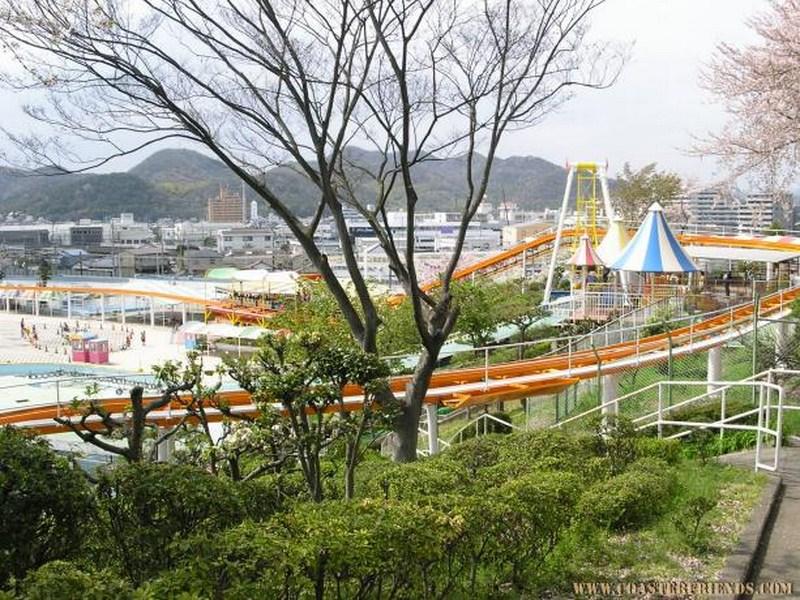 Asien - https://coasterfriends.de/joomla//images/pcp_parkdetails/asien/o1221_himeji_tegarayama_amusement_park/content2.jpg