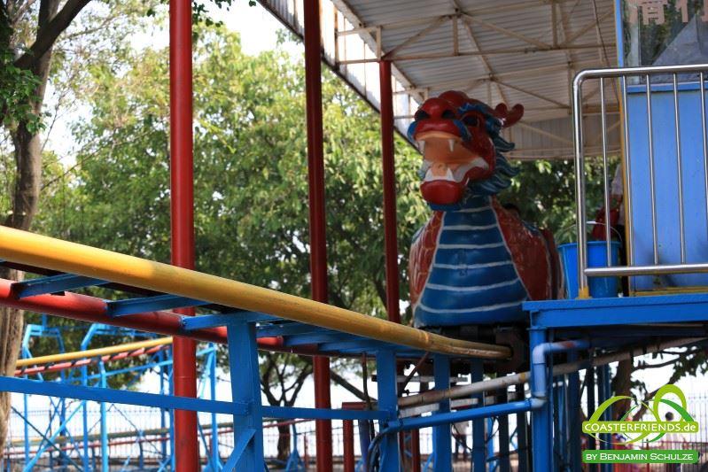 Asien - https://coasterfriends.de/joomla//images/pcp_parkdetails/asien/o207_beijing_amusement_park/content1.jpg