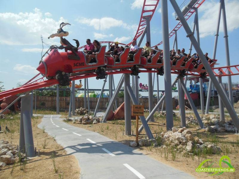 Europa - https://coasterfriends.de/joomla//images/pcp_parkdetails/europa/o2169_parque_warner_madrid/content2.jpg